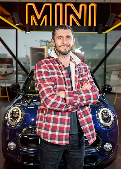 Dragos Bucur conduce noul MINI Clubman in calitate de ambasador al Automobile Bavaria Group. Photo by Florin Vitzman