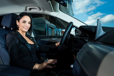 Andreea Marin si BMW Seria 5 la interior. Ambasador Automobile Bavaria Group. Photo by Florin Vitzman