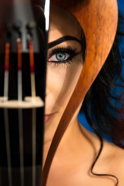 Cristina Kiseleff Violinist Blue Eyes with the Yamaha YEV-104 Electric Violin. Photo by Florin Vitzman